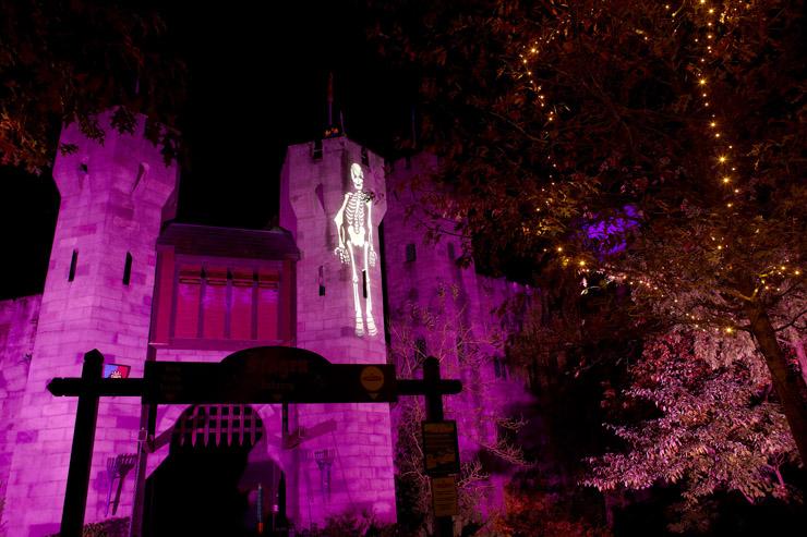 Captivating ... Exterior 400 Image Projectors. Projected Onto The Kingu0027s Castleu0027s  Turrets Were A Variety Of Themed Images U2013 Ghosts, Skeletons,  Jacku2013ou0027 Lanterns, ...