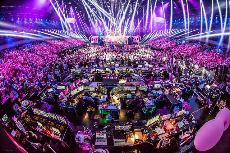With five custom built computers supplied by MA Lighting and one from Starlight for Jönsson whilst in pre-production each lighting programmer had their own ... & Eurovision Song Contest: MA Lighting wins top points in Malmö ... azcodes.com