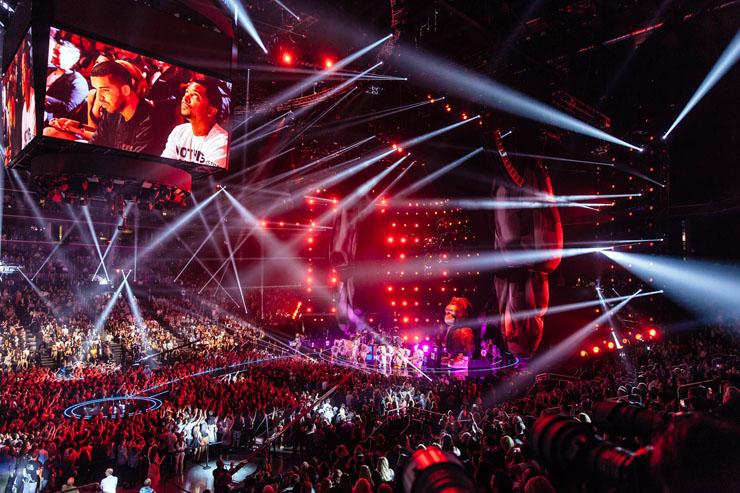 Robe 2013 VMAs 2