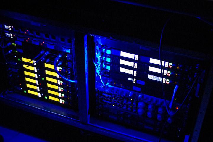 Stromae_monitoring-rack_Axient_XL42_Distressor
